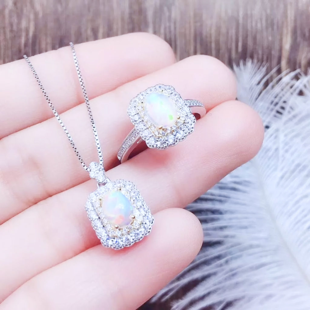 Opal mineral