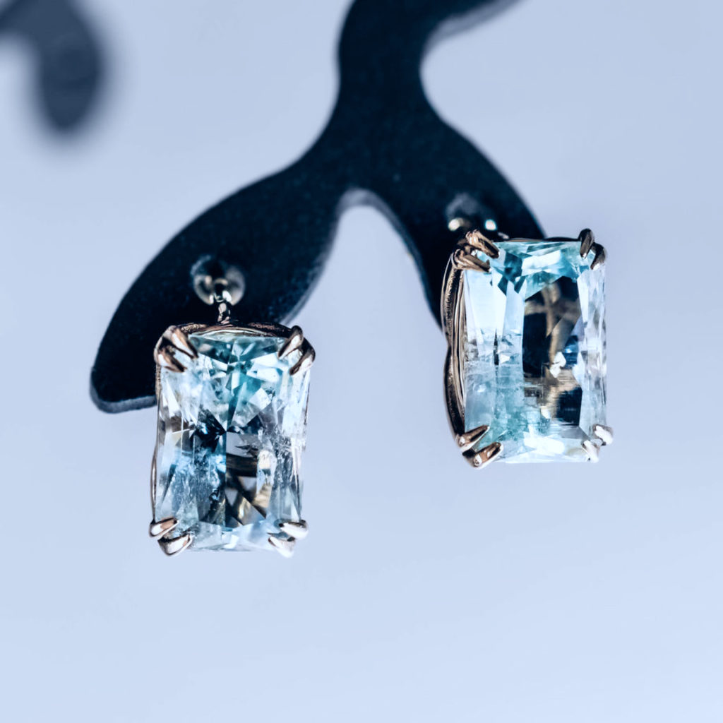 To take advantage of the properties of aquamarine, you must purchase a natural mineral.