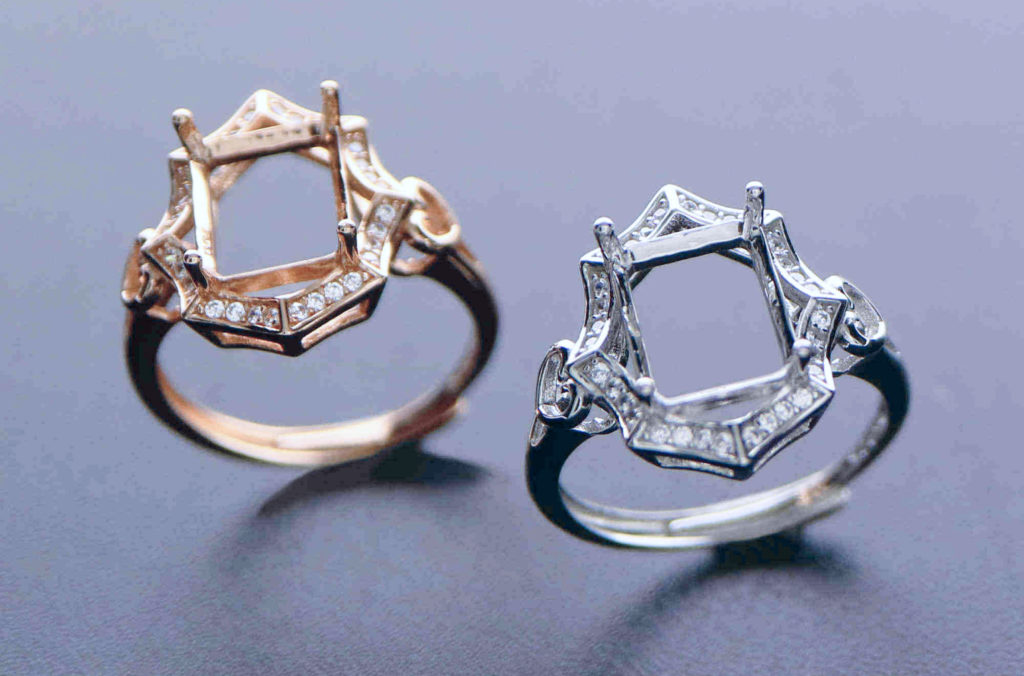 """The prongs (""""paws"""") were invented to focus attention on a gemstone"""