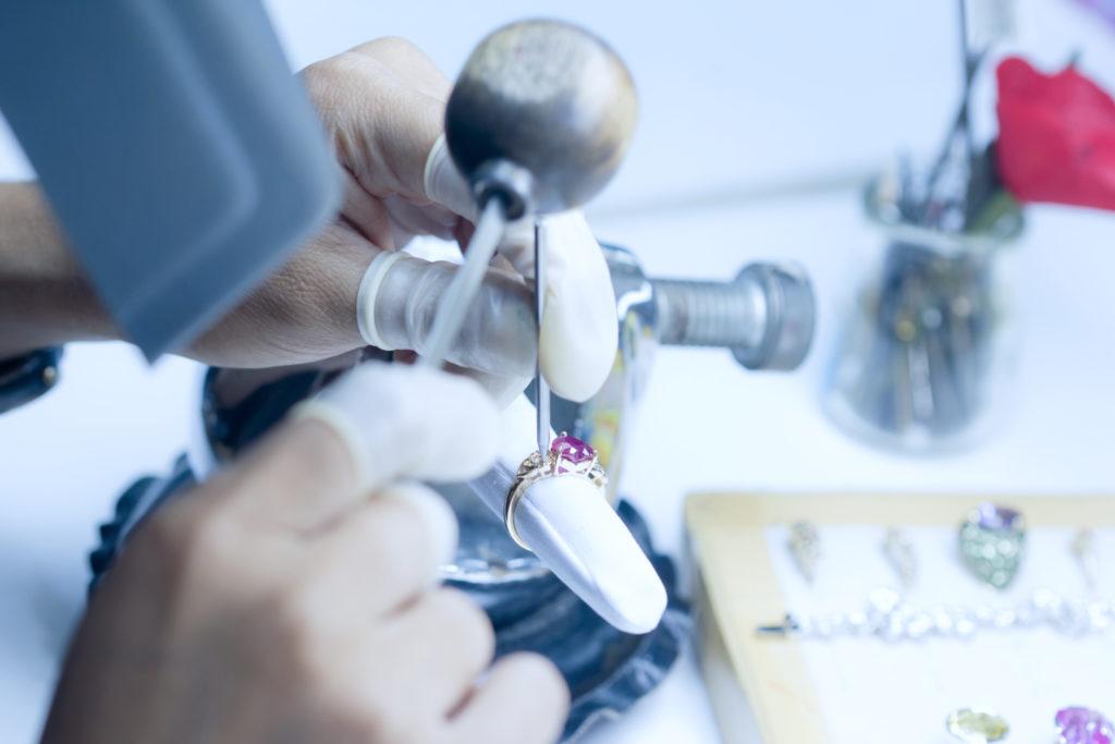 DvonM jewellery house is based in Zurich, Switzerland