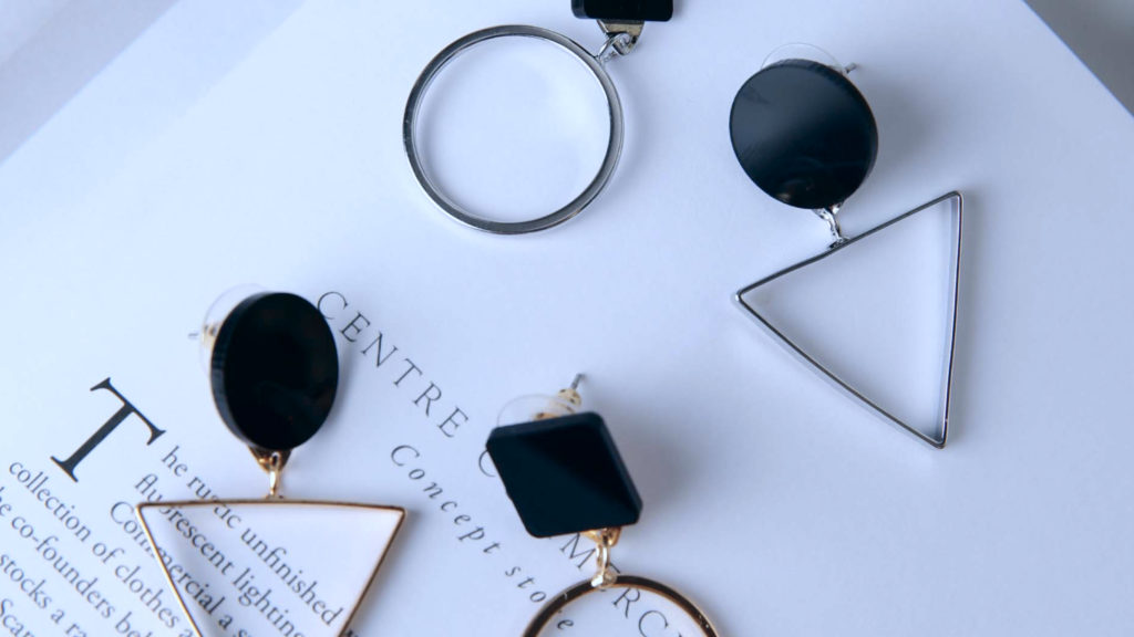 Geometric jewellery: simple and complex